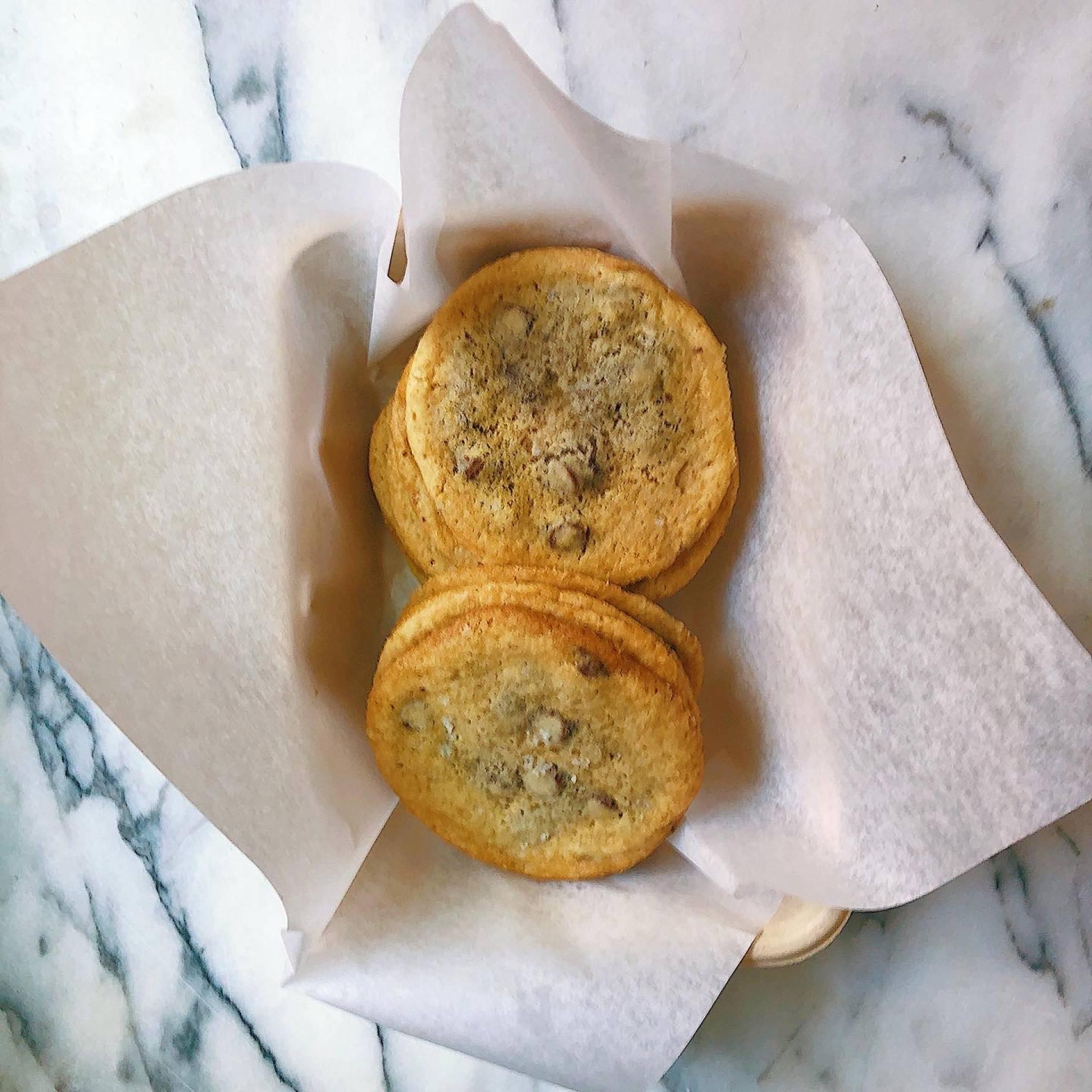 Milk Chocolate Chip Cookies, black salt